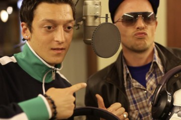 Arsenal-Midfielder-Ozil-and-German-musician-Jan-Delay-in-the-studio-